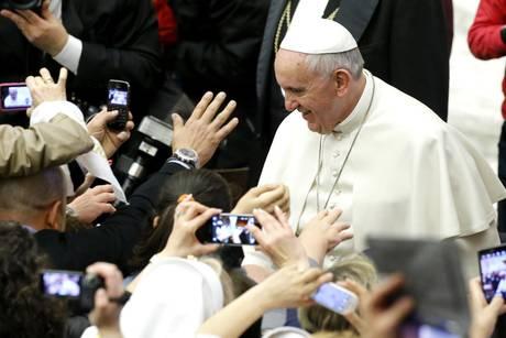 Papa: disoccupato non sia vittima esclusione sociale